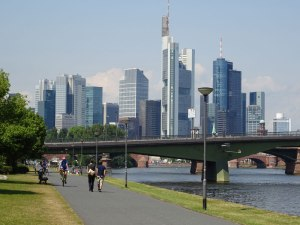 The bike path entering Frankfurt.