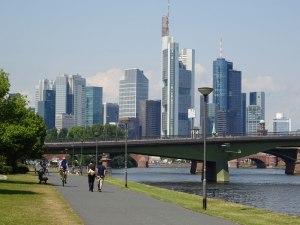 The bike path entering Frankfurt.