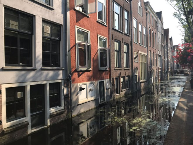 houses-by-canal---compressed