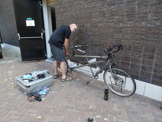 Leiden---Assembling-Bike---Compressed